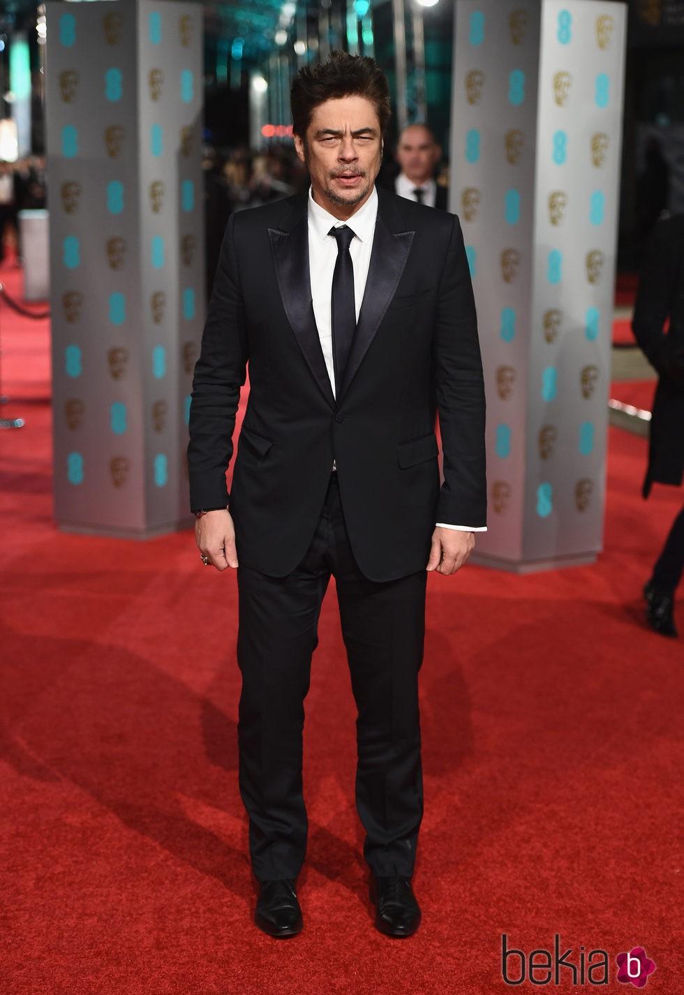 Benicio del Toro en la alfombra roja de los BAFTA 2016