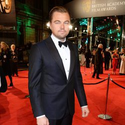 Leonardo DiCaprio en la alfombra roja de los BAFTA 2016