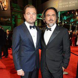 Leonardo DiCaprio y Alejandro González Iñárritu en la alfombra roja de los BAFTA 2016