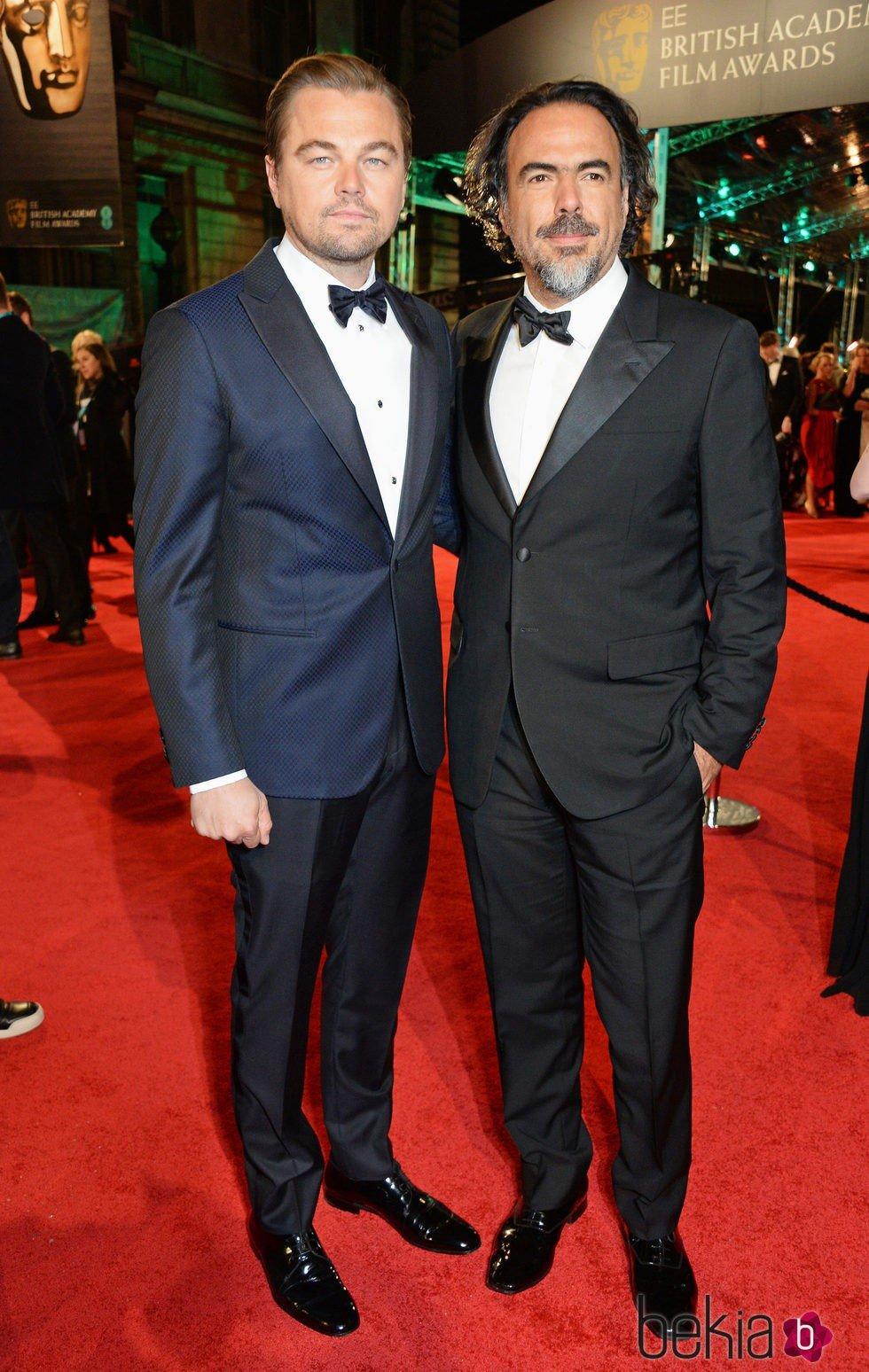 ¿Cuánto mide Alejandro González Iñárritu? - Real height 86527_leonardo-dicaprio-alejandro-gonzalez-inarritu-alfombra-roja-bafta-2016