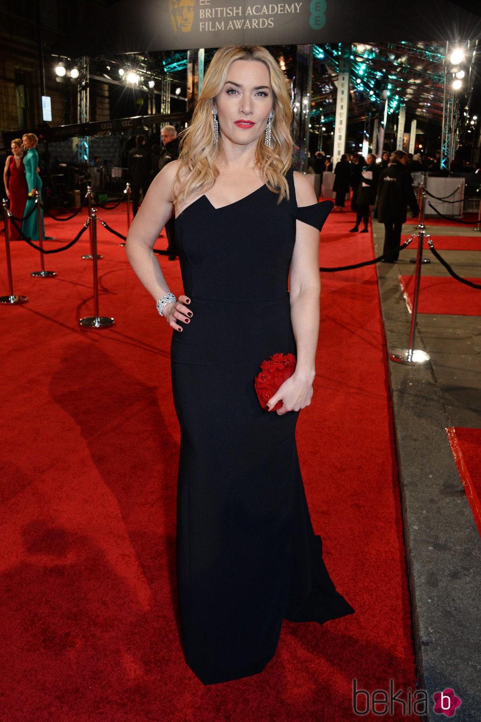 Kate Winslet en la alfombra roja de los BAFTA 2016