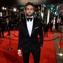 Douglas Booth en la alfombra roja de los BAFTA 2016