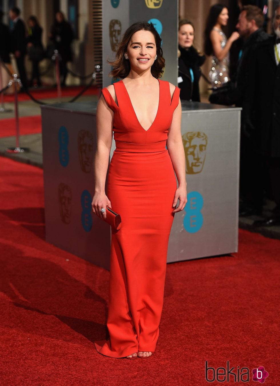 Emilia Clarke en la alfombra roja de los BAFTA 2016