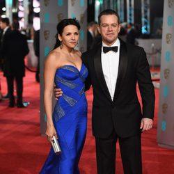 Luciana Barroso y Matt Damon en la alfombra roja de los BAFTA 2016