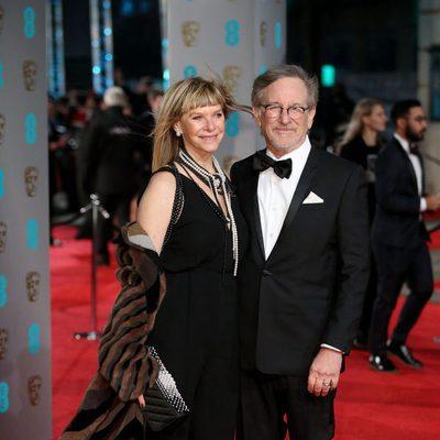 Steven Spielberg y Kate Capshaw en la alfombra roja de los BAFTA 2016