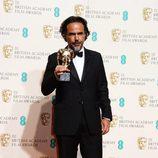 Alejandro González Iñárritu con su BAFTA 2016 a Mejor Director por 'El Renacido'