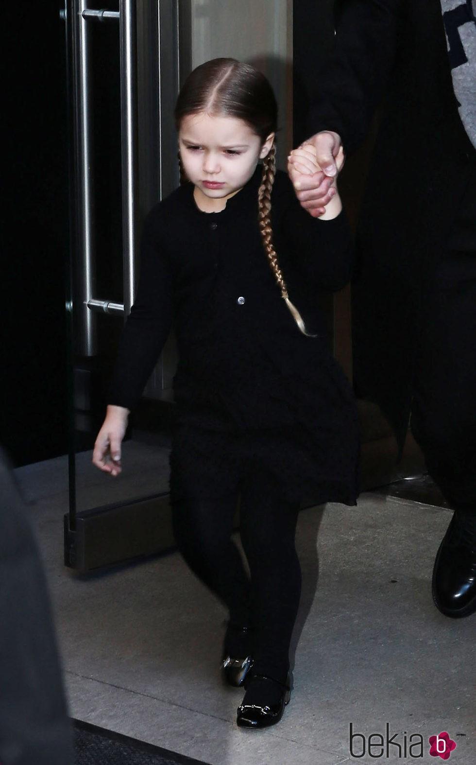 Harper Seven enfadada en el desfile de Victoria Beckhan en Nueva York Fashion Week