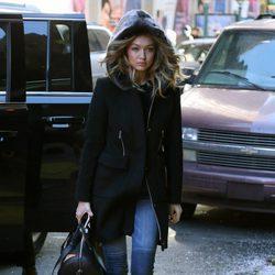 Gigi Hadid se protege del frío de Nueva York con mucho estilo