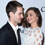Miranda Kerr y Evan Spiegel muy enamorados en la fiesta Clive Davis previa a los Grammy 2016
