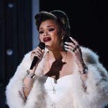 Andra Day durante su actuación en los Premios Grammy 2016