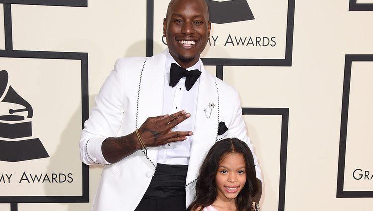 Tyrese Gibson y su hija Shayla en la alfombra roja de los Premios Grammy 2016