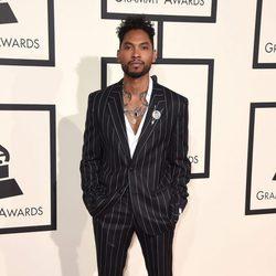 Miguel en la alfombra roja de los Premios Grammy 2016