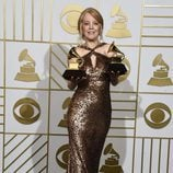 Maria Schneider posa con sus dos Premios Grammy 2016