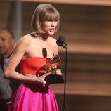 Taylor Swift recoge su premios en la gala de los Premios Grammy 2016