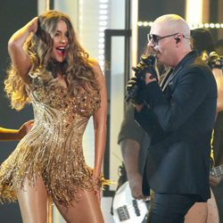 Sofia Vergara baila con Pitbull en la gala de los Premios Grammy 2016