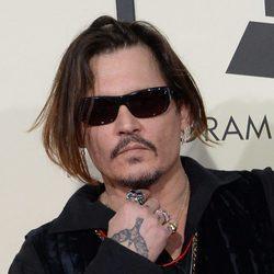 Johnny Depp en la alfombra roja de los Premios Grammy 2016