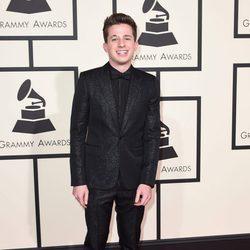 Charlie Puth en la alfombra roja de los Premios Grammy 2016