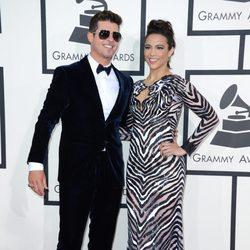 Robin Thicke y Paula Patton en la alfombra roja de los Premios Grammy 2016