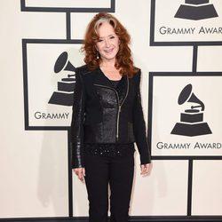 Bonnie Raitt en la alfombra roja de los Premios Grammy 2016