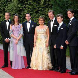 Los Grandes Duques de Luxemburgo con sus 5 hijos
