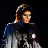 Lady Gaga homenajeando a David Bowie en los Grammy 2016