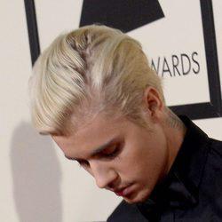 Justin Bieber muy pensativo a su llegada a los Grammy 2016