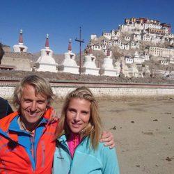 Jesús Calleja con Elsa Pataky y Chris Hemsworth en el Himalaya