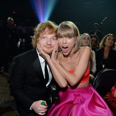 Ed Sheeran y Taylor Swift en en interior de la gala de los Grammy 2016