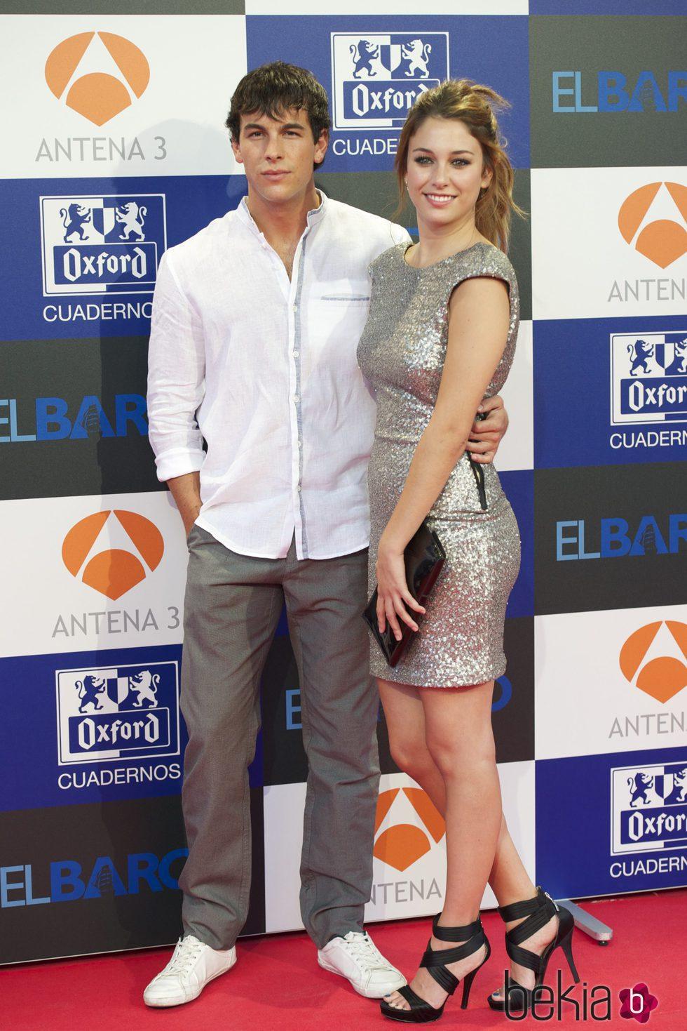 Mario Casas y Blanca Suarez en la presentación de 'El Barco'