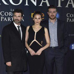 Rodolfo Sancho, Irene Escolar y Raúl Mérida en el estreno de 'La Corona Partida'