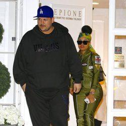 Rob Kardashian y Blac Chyna en un centro de estética
