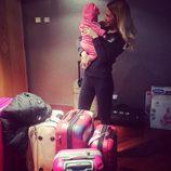 Tamara Gorro y Shaila rodeadas de maletas para viajar a Rusia