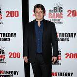 Nathan Fillion en la fiesta de 'The Big Bang Theory' por sus 200 capítulos
