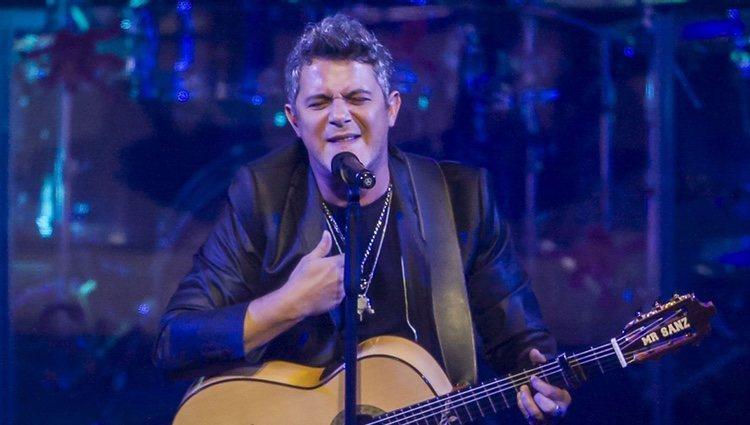 Alejandro Sanz ofreciendo un concierto en Mexico