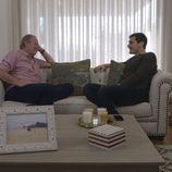 Bertín Osborne charlando con Iker Casillas en 'En la tuya o en la mía'