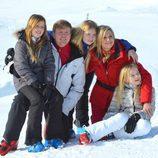 Los Reyes de Holanda con sus hijos en sus vacaciones de invierno en Austria