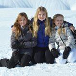 Alexia, Amalia y Ariane de Holanda posan en sus vacaciones de invierno en Austria