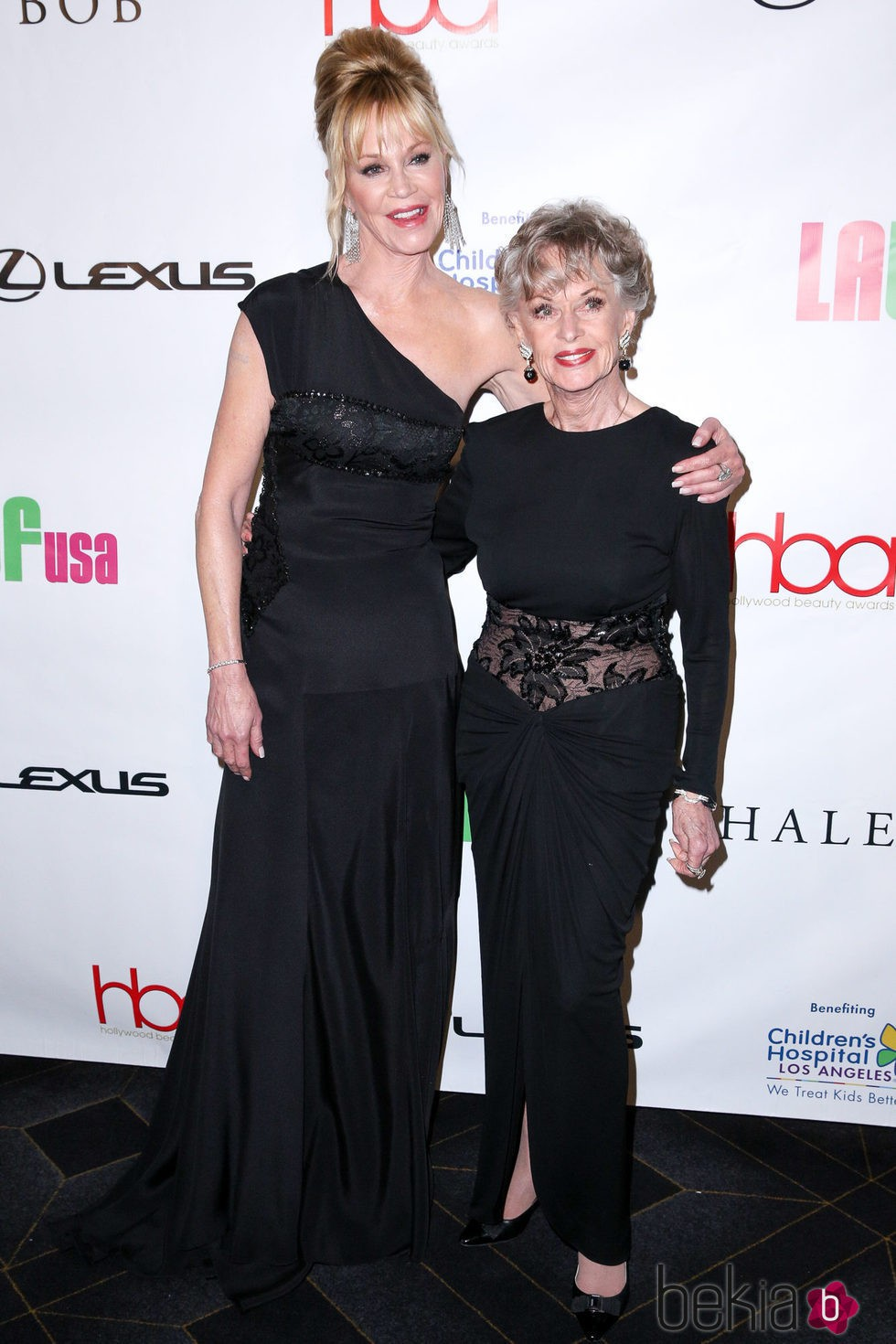 Melanie Griffith y Tippi Hedren en los Hollywood Beauty Awards