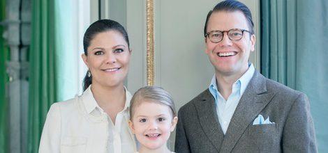 Estela de Suecia con los Príncipes Victoria y Daniel en su 4 cumpleaños
