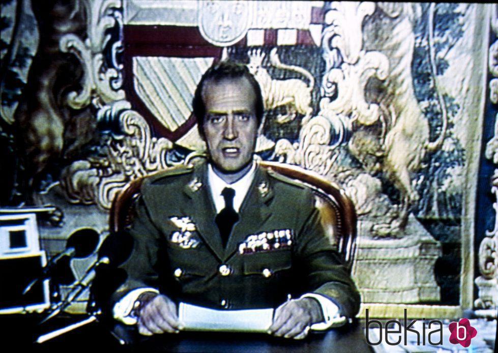 El Rey Juan Carlos ofrece un mensaje a la nación para parar el 23-F