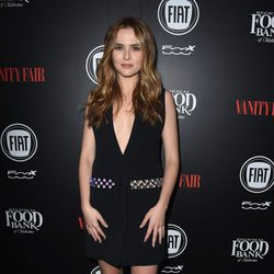 Zoey Deutch en una fiesta organizada por Vanity Fair en Hollywood