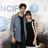 Hiba Abouk y Rubén Cortada en la presentación del final de 'El Príncipe'