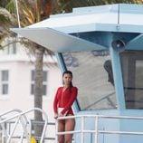 Priyanka Chopra observando desde la torre de control en el rodaje de 'Los vigilantes de la playa'