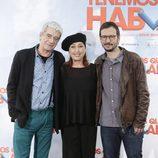 Óscar Ladoire, Verónica Forqué y David Serrano en la presentación de 'Tenemos que hablar'