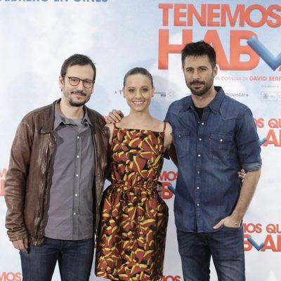 David Serrano, Michelle Jenner y Hugo Silva en la presentación de 'Tenemos que hablar'