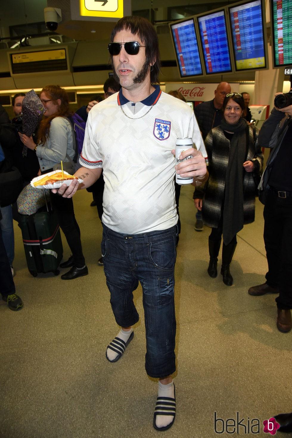 Sacha Baron Cohen promociona 'Grimsby' en el aeropuerto de Berlín