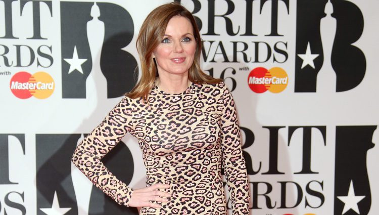 Geri Halliwell en la alfombra roja de los Premios Brit 2016