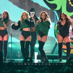 Little Mix en su actuación en los Premios Brit 2016