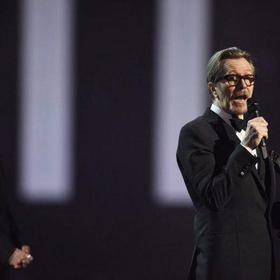 Gary Oldman y Annie Lennox en los Premios Brit 2016