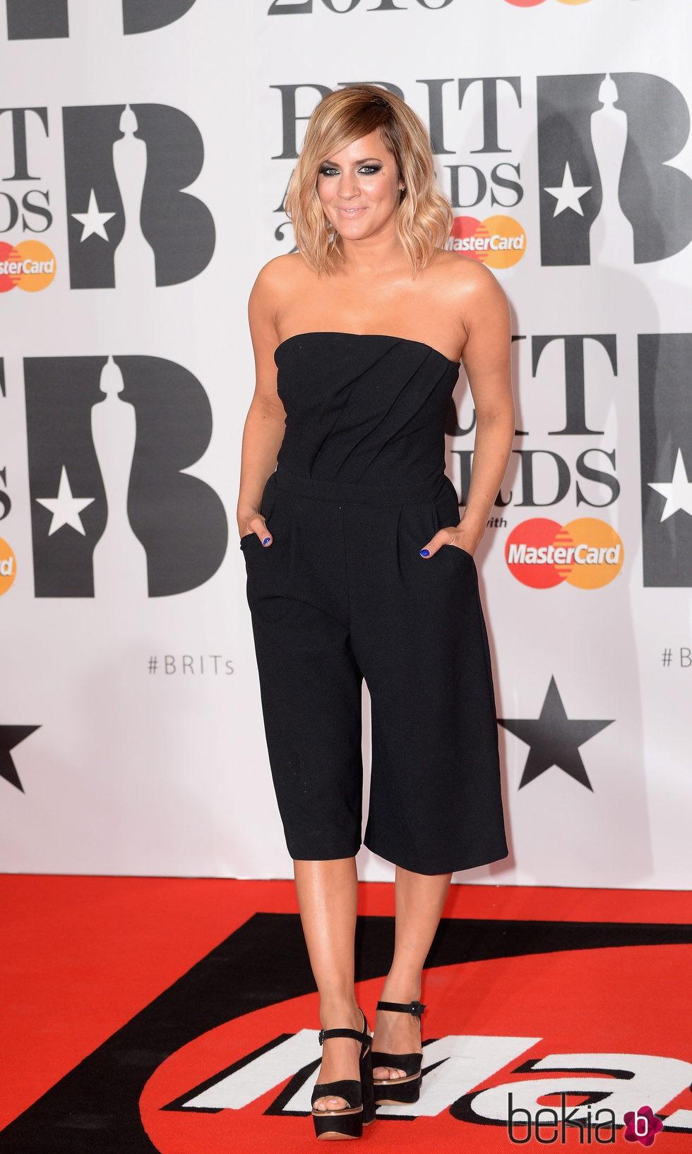 Caroline Flack en la alfombra roja de los Premios Brit 2016